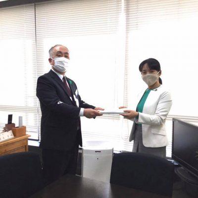 岡山県の鍵本教育長へアンケート結果を報告